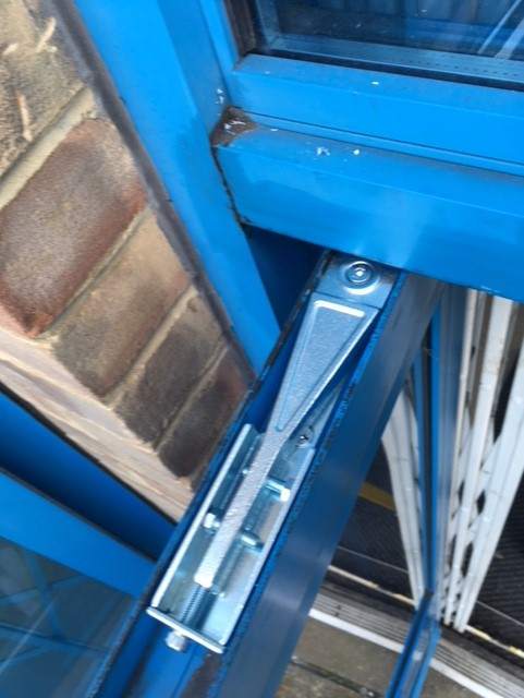 Alpro Side Loading Transom Closer Arm for Commercial Door Repairs.