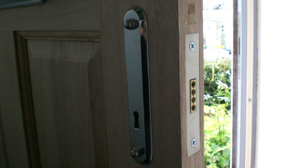 Union Deadlock Fitted